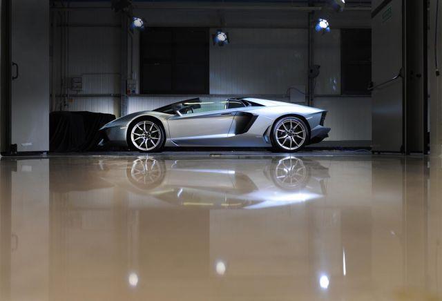 2013 Lamborghini Aventador LP 700-4 Roadster Picture 1
