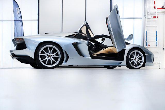 2013 Lamborghini Aventador LP 700-4 Roadster Picture 11