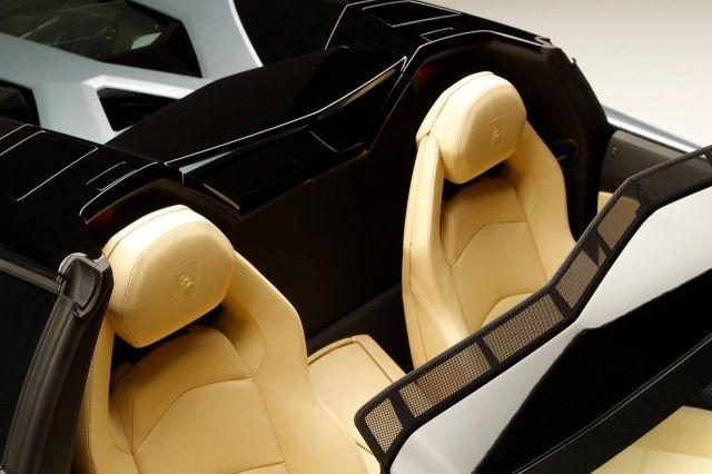 2013 Lamborghini Aventador LP 700-4 Roadster Picture 36