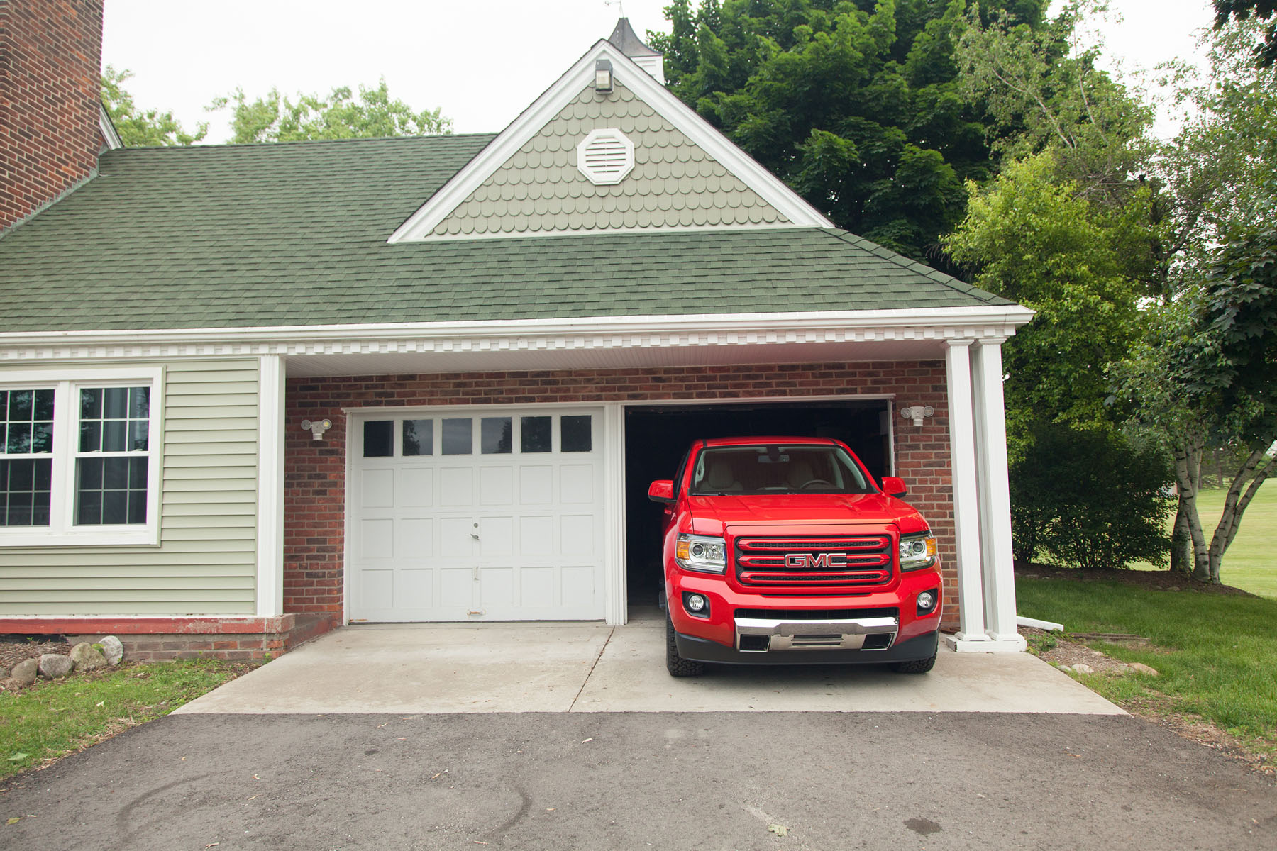 2015 GMC Canyon Crew Cab SLE  easy garage parking