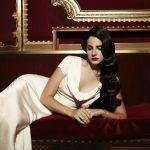 Lana Del Rey Jaguar F-Type Picture 5