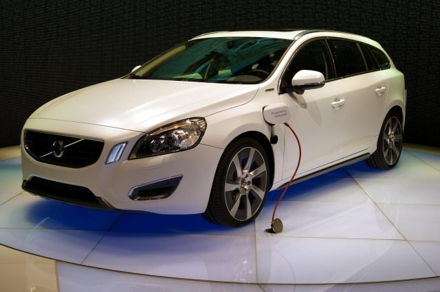 Volvo V60 Plug-In Hybrid Picture 1