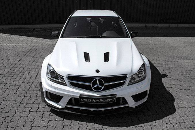 2014 MCCHIP-DKR Mercedes-Benz C 63 AMG Front Angle