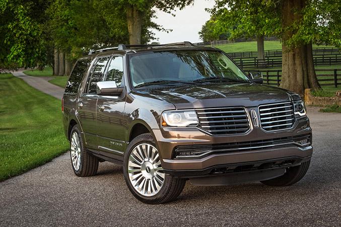 2015 Lincoln Navigator Front Angle
