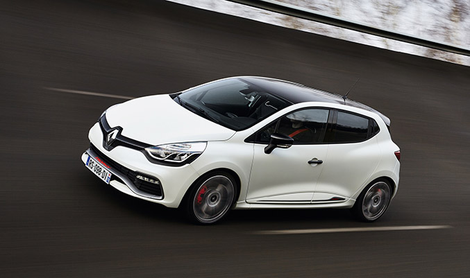 Clio Renaultsport 220 Trophy Front Angle