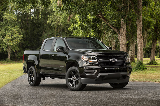 2016 Chevrolet Colorado Midnight Edition Front Angle