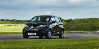 thumbnail Renault Zoe E-Tech covers 475 miles on a single charge to set a new hypermiling record