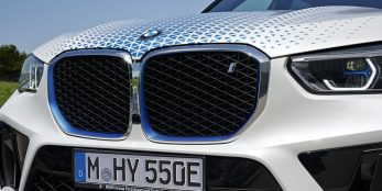 thumbnail Starting signal for the CO2-free mobility of the future: Visitors can experience BMW iX5 Hydrogen in action for the first time at IAA Mobility 2021